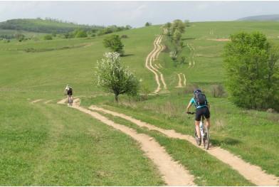 Cu bicicleta prin satele cehești Gîrnic și Sfânta Elena