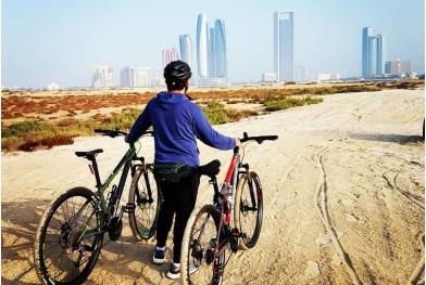 Explorează oraşul Dubai pe bicicletă