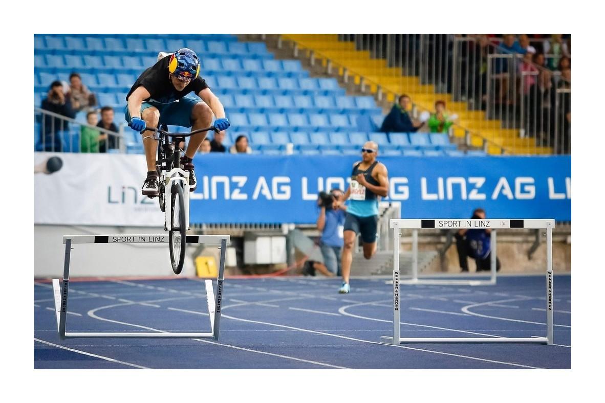 Șapte recorduri extraordinare stabilite pe sau cu bicicleta