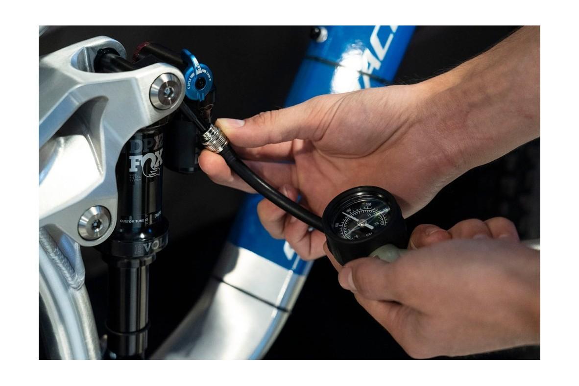 """Pompa specială """"shock pump"""" pentru suspensiile bicicletei"""